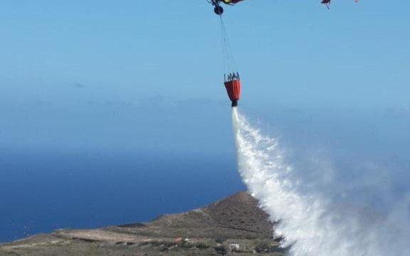 Controlan en La Palma un conato de incendio forestal inquietante por su cercanía a viviendas