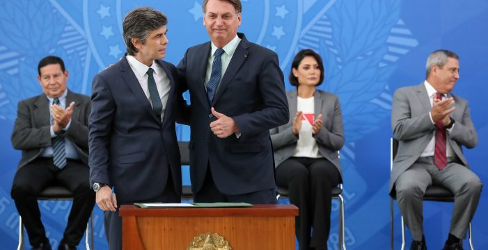 Bolsonaro, el 'rey solitario': dimite el ministro de Salud tras un mes en el cargo