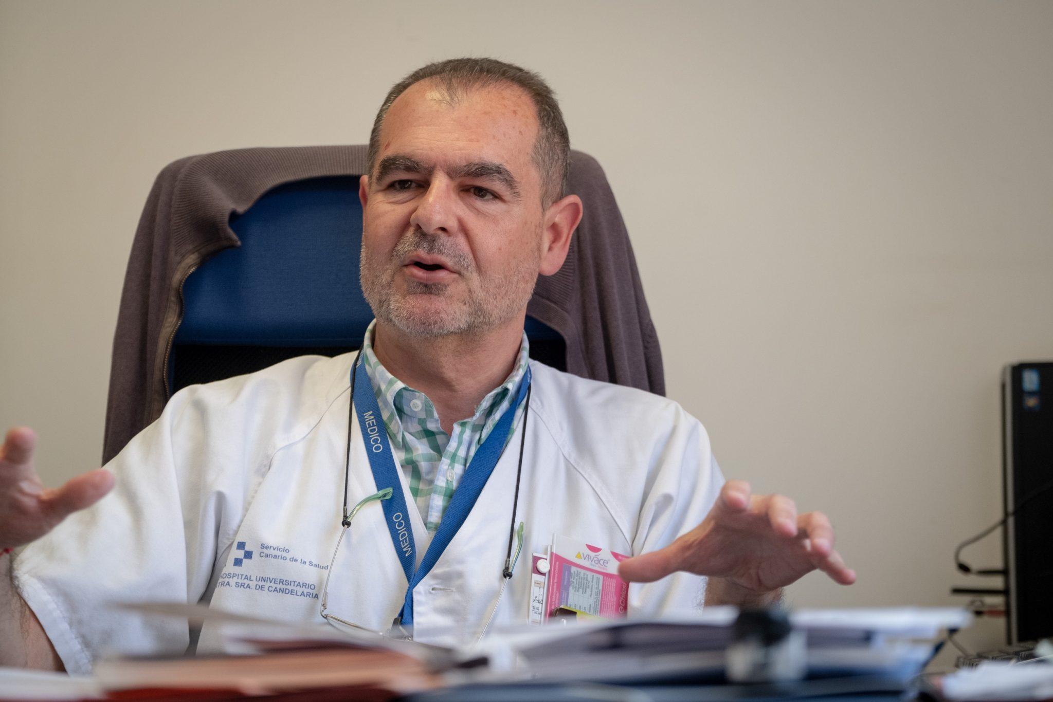 Juan Navarro es el jefe de la unidad de investigación de La Candelaria, donde se desarrollan en torno a 28 estudios sobre la Covid-19. FOTO: Fran Pallero