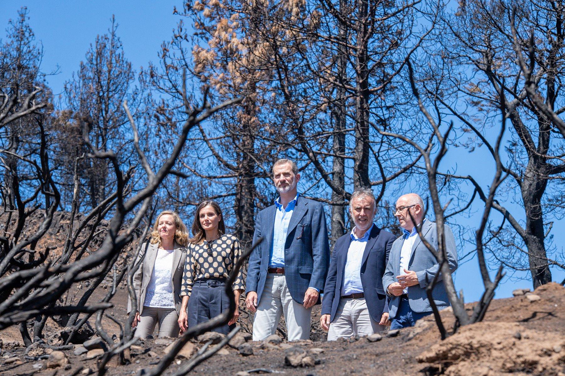Los Reyes en su última visita al Archipiélago, en el mes de septiembre, tras los incendios del pasado verano en la isla de Gran Canaria. Europa Press