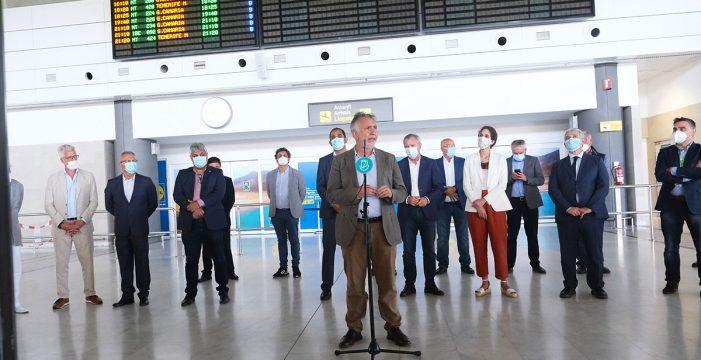 Fuerteventura recibe a 150 pasajeros en el primer vuelo internacional tras el estado de alarma