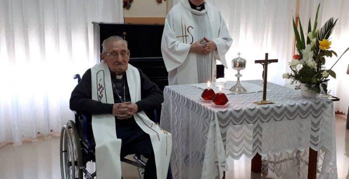 El obispo emérito de Tenerife Damián Iguacen rebasa los 104 años cultivando sencillez y alegría