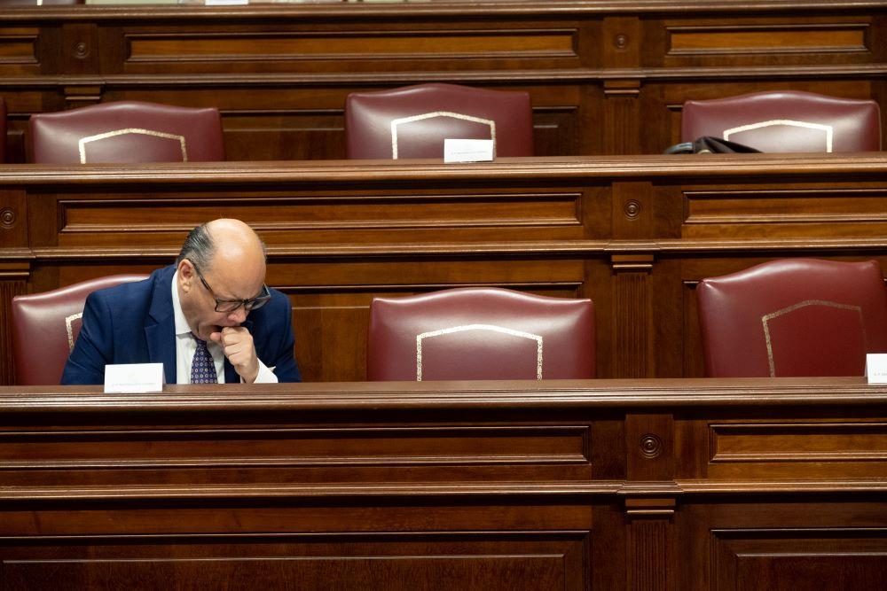El secretario general de CC, José Miguel Barragán, durante la sesión de ayer en el Parlamento. Fran Pallero