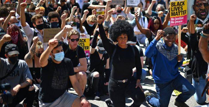 Graves disturbios entre policías y manifestantes de ultraderecha en Londres
