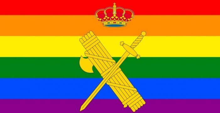 Presentan una querella contra la directora de la Guardia Civil por poner la bandera LGTBI en Twitter