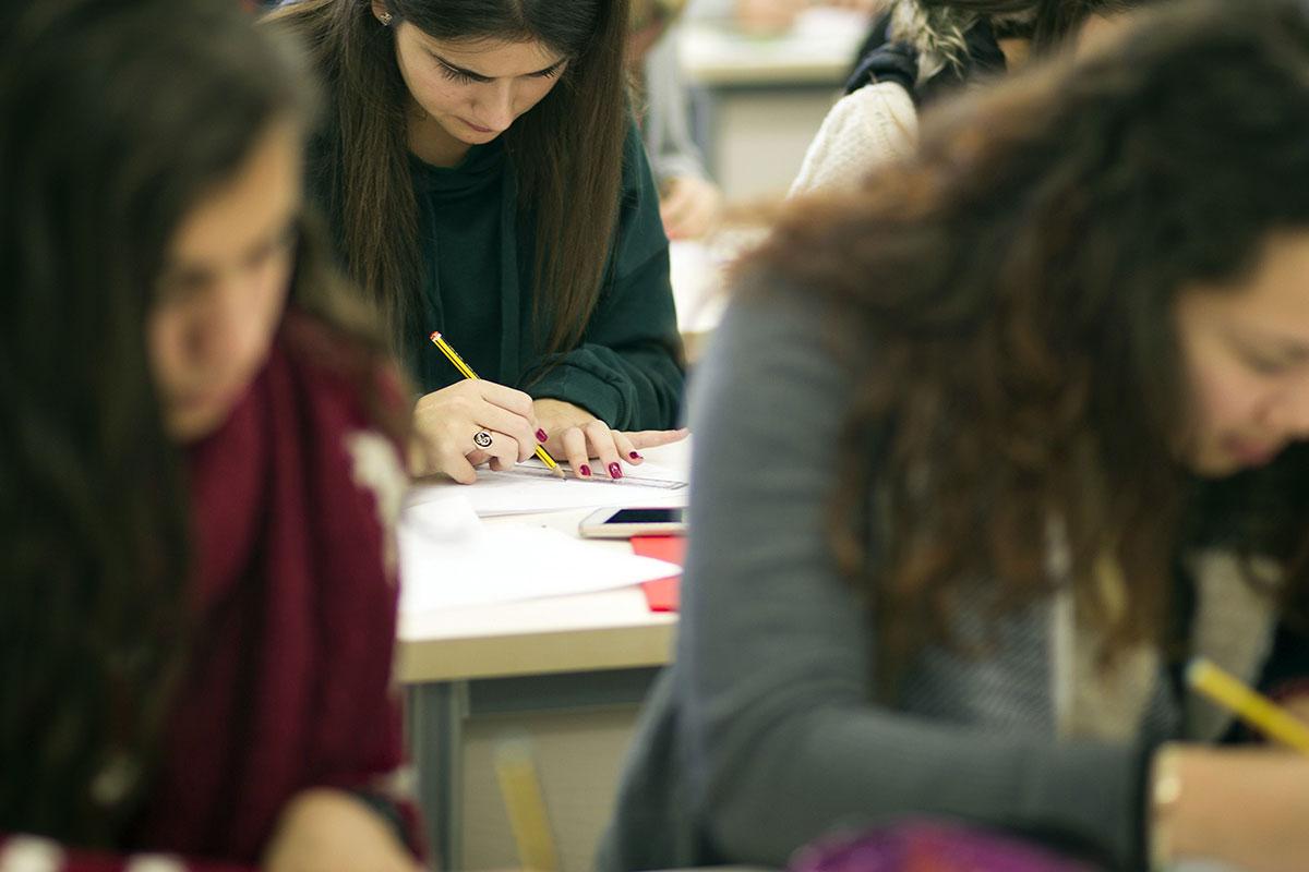ESTUDIANTES UNIVERSIDAD EXAMENES CLASES