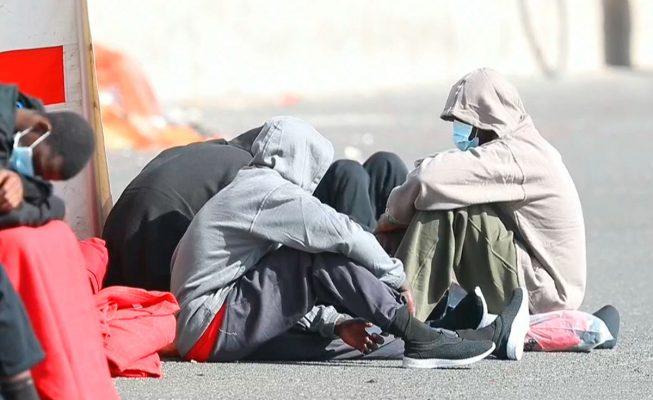 Salvamento rescata de madrugada a 25 inmigrantes rumbo a Lanzarote, 3 menores