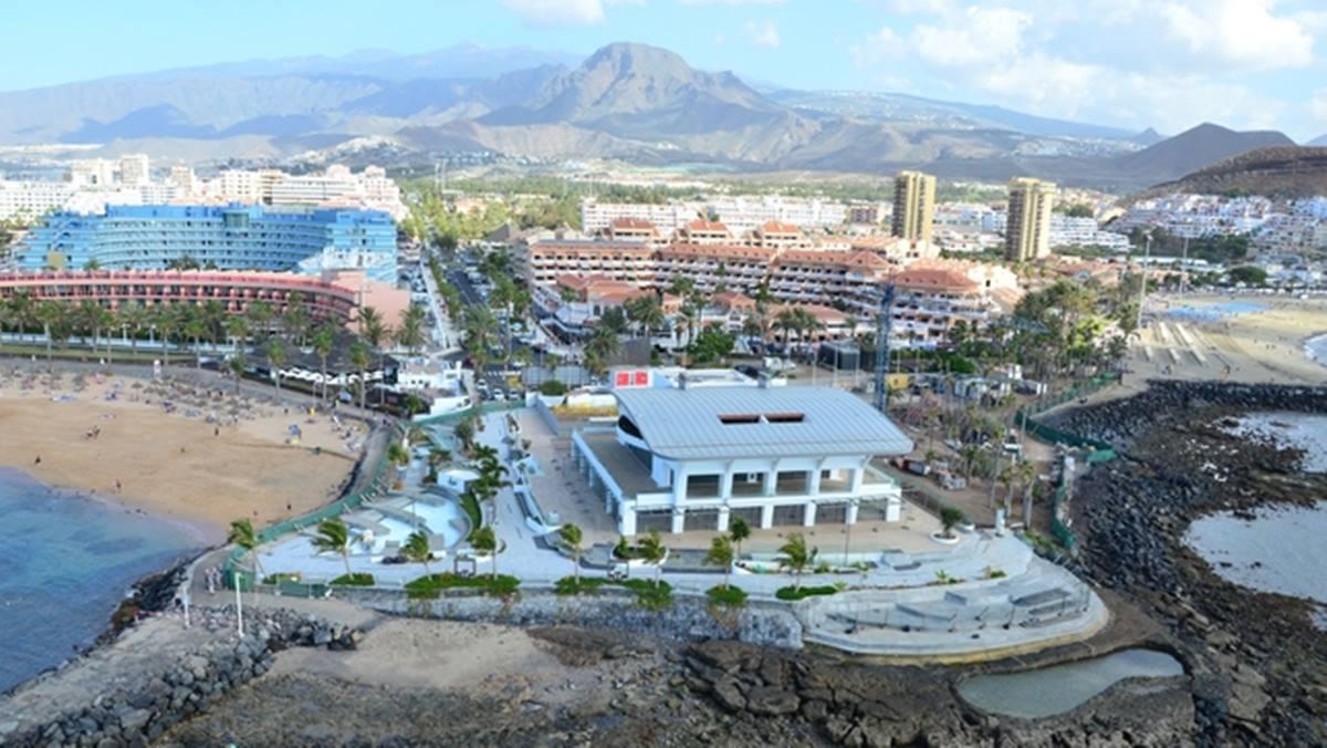 Imagen del edificio de Arstlife & shopping, entre las playas de El Camisón y Las Vistas, en Arona. Ahora.Plus