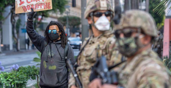 Investigan a un policía tras matar a un hombre en Atlanta