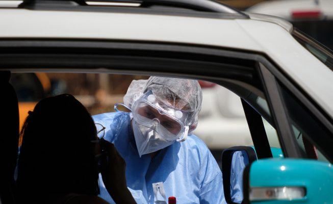 """La OMS avisa: la transmisión del coronavirus se está acelerando y """"no se ha alcanzado el pico"""" de la pandemia"""