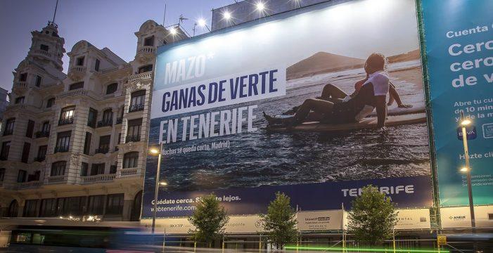 Tenerife se promociona con una gran lona de 452 metros cuadrados en la Gran Vía de Madrid