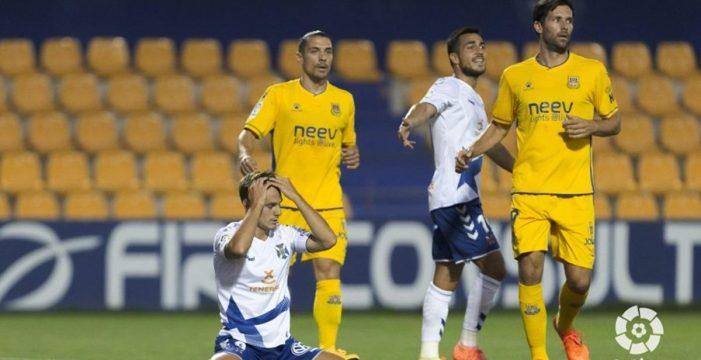 Tenerife y Alcorcón firman un empate a cero que no vale a ninguno