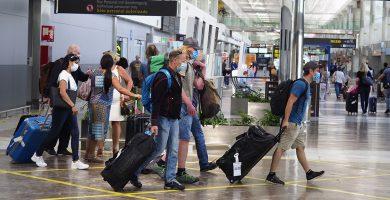 Canarias elimina la obligación de portar un test negativo a los nacionales