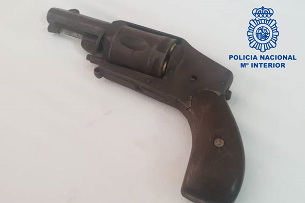 Policía Nacional detiene a un ciudadano inglés por un delito de tenencia ilícita de arma de fuego