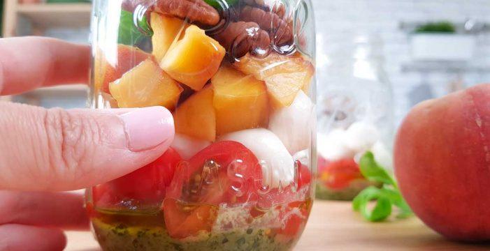 Por qué ahora todos quieren preparar así las ensaladas: en tarro
