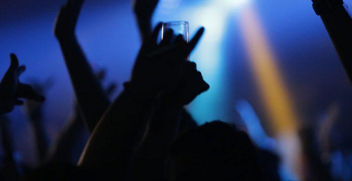 Acusada de provocar un contagio masivo al irse de bares en plena en cuarentena
