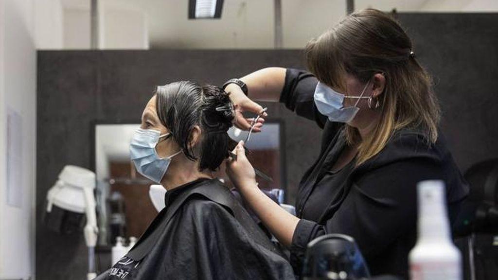 La importancia de la mascarilla: 139 clientes se salvan del coronavirus en una peluquería Mascarilla-en-la-peluquer%C3%ADa
