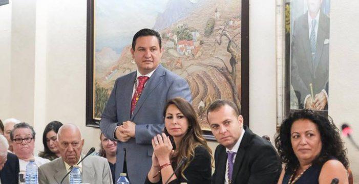 Se enquistan las negociaciones para salvar la crisis de gobierno en Arona