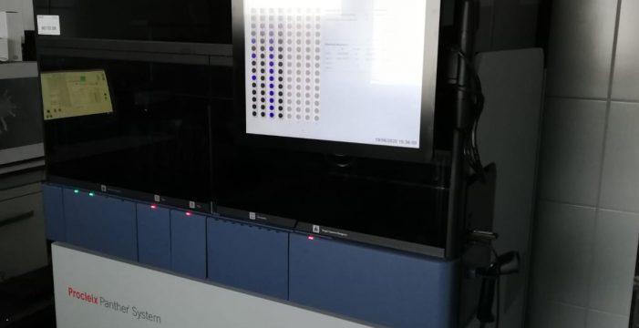 La Palma cumple una semana sin casos y monta un robot que hace 300 test por turno