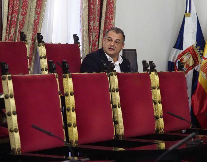 La jueza aplica el auto del Supremo para Clavijo y archiva el caso 'Grúas' para Díaz