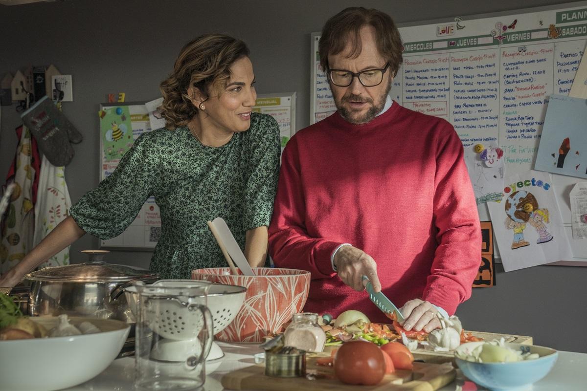 Toni Acosta y Santiago Segura repiten como pareja en la secuela de 'Padre no hay más que uno'.