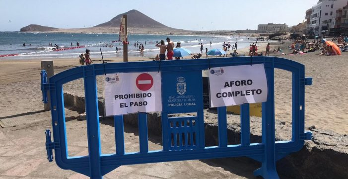 Estrictos controles para vigilar  el aforo en la playa de El Médano