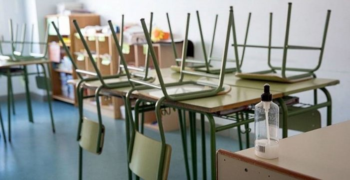 Aíslan a una clase del colegio Echeyde por el positivo de un alumno