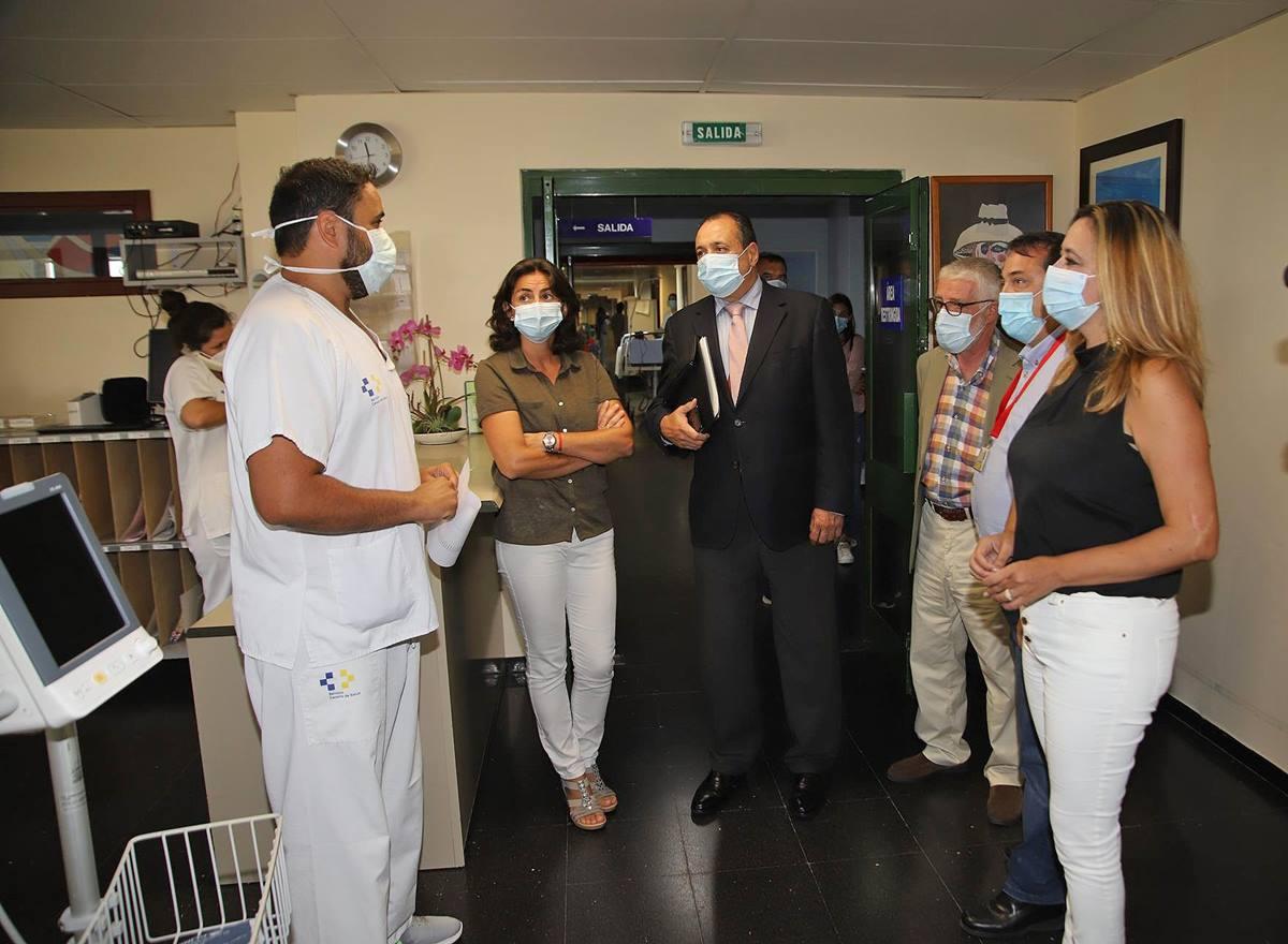 """Trujillo conoce de """"primera mano las necesidades"""" de Lanzarote en su visita al Área de Salud. EP"""