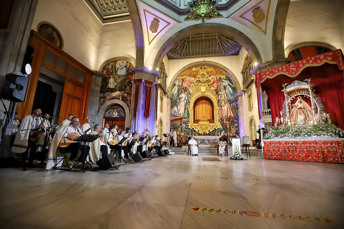 Los Sabandeños en la basílica de Candelaria (3)