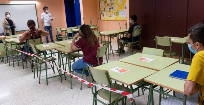 Canarias cierra 23 grupos burbuja tras detectarse positivos entre los alumnos o profesores