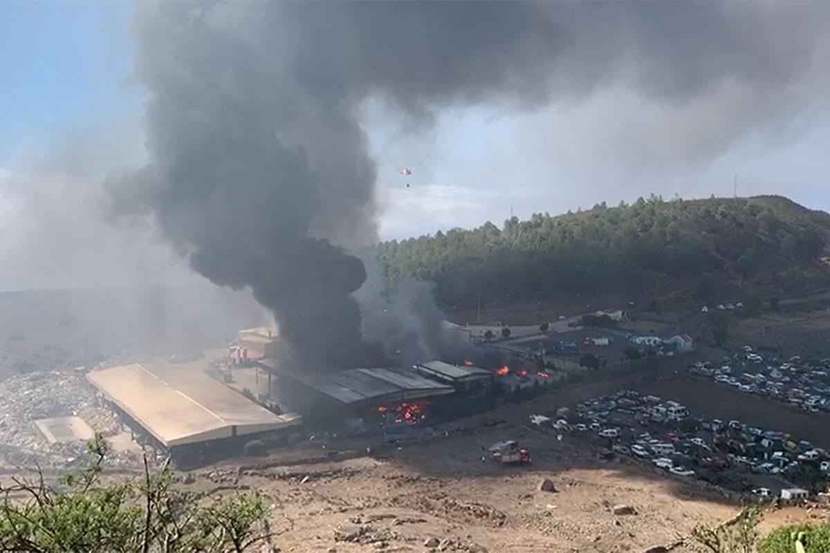 Incendio industrial en el complejo ambiental Majano, El Hierro