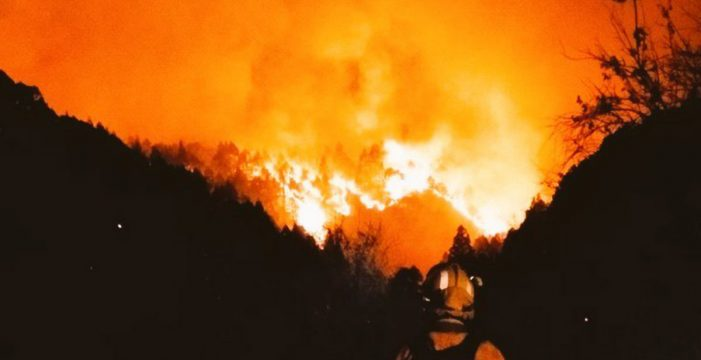 """Más optimismo ante el incendio de La Palma, que emplaza un foco """"preocupante"""" en Llano Negro"""