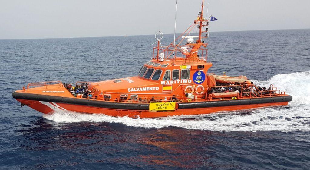 En la primera embarcación viajaban un total de 47 personas, mientras que la segunda tenía a 35 subsaharianos a bordo. Salvamento Marítimo