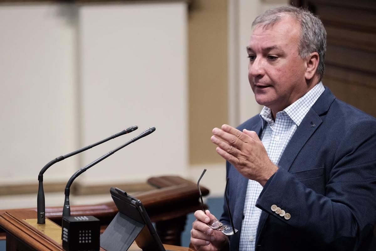 El coordinador Territorial de Nueva Canarias y portavoz parlamentario, Luis Campos, en un pleno. DA