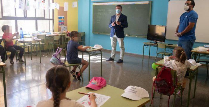 Santa Cruz licitará por la vía de emergencia la desinfección de los colegios y la dotación de material
