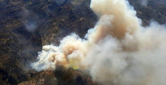 Logran perimetrar el incendio y se inicia una carrera para evitar rebrotes