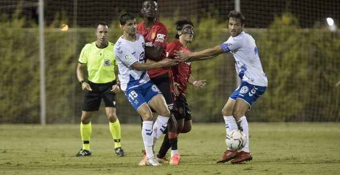 El Tenerife cae ante el Mallorca en un choque trabado e igualado (0-2)