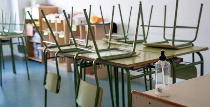 Casi la mitad de los docentes canarios asegura que sus centros no tienen recursos suficientes contra el Covid-19