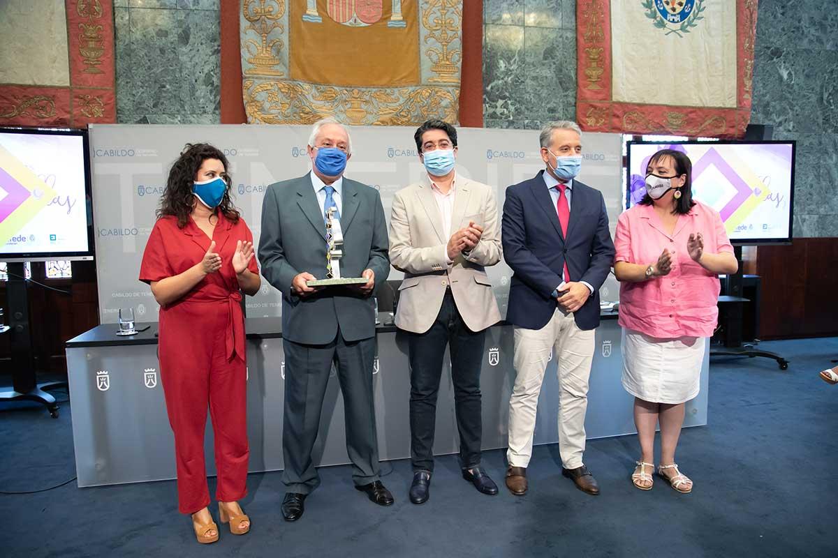 El Cabildo y FIFEDE otorgan el 'Premio Estamos con Ellas' a Femete