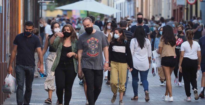 Los contagios en Canarias se estabilizan pese a dos nuevas muertes por COVID