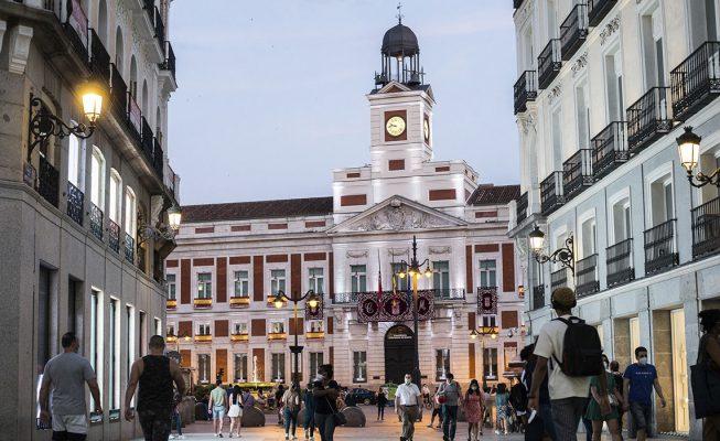 Madrid amplía las restricciones, pero no a toda la capital como pide Sanidad