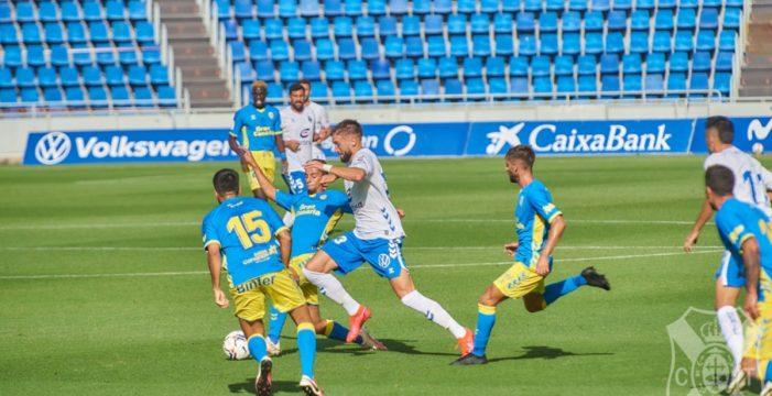 Las Palmas se impone al Tenerife en un amistoso y deslustrado derbi (1-3)