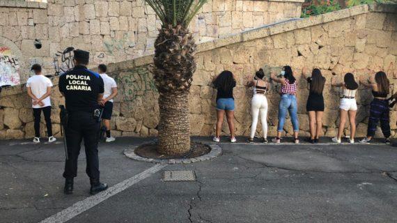 """Críticas a la Policía Local de Santa Cruz por """"humillación"""" en la identificación de jóvenes"""
