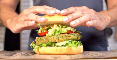 Prepara la 'fish burger' definitiva con la salsa más especial