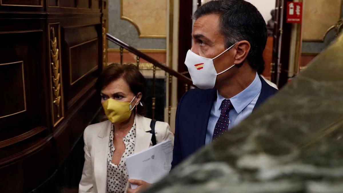 Pedro Sánchez y Carmen Calvo, a su llegada a la sesión de control al Gobierno en el Congreso. El Español