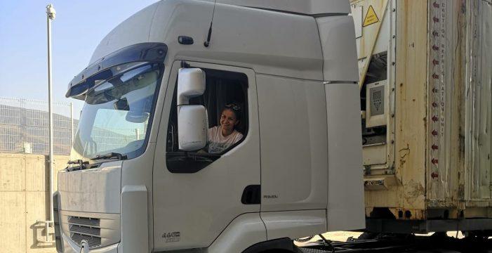 Ana Rosa Barrera: camionera y futbolista