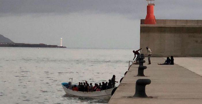 Detenidos 14 patrones de pateras, entre ellas, la del niño que murió en el mar