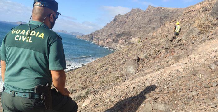 Rescatan a una familia al quedar atrapada en un precipicio en el Risco de Famara
