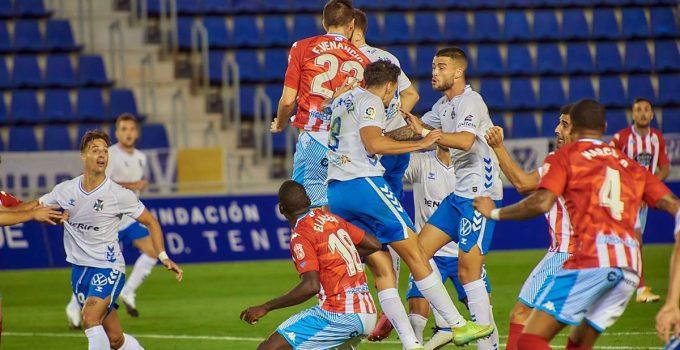 Un CD Tenerife incapaz de ganar hace saltar todas las alarmas