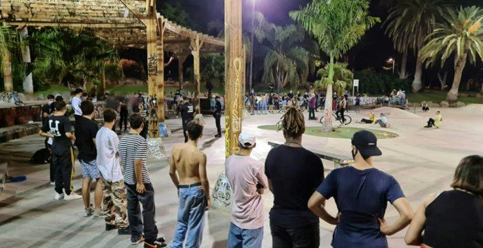 Santa Cruz baraja limitar las reuniones de jóvenes en los parques a horas concretas